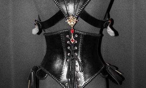 armure-corset-en-cuir