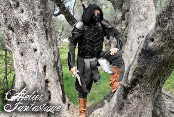 armure-en-cuir-noire