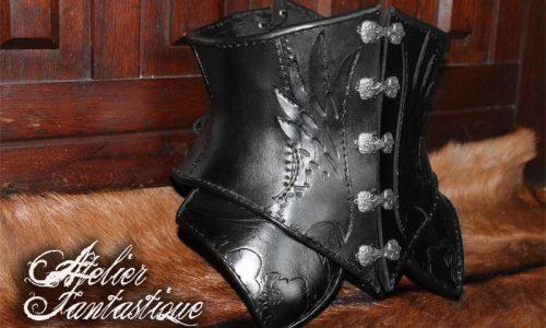 corset-corbeau-en-cuir