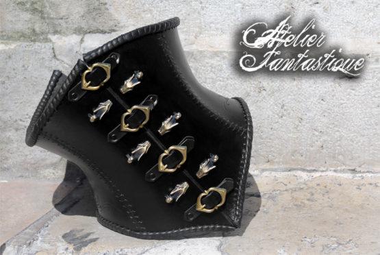 corset-en-cuir-noir