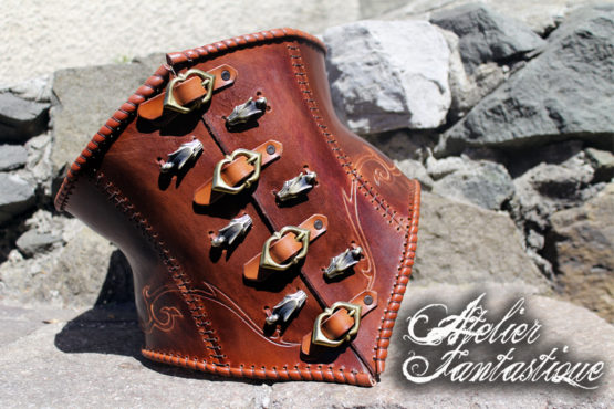 corset-medieval-en-cuir