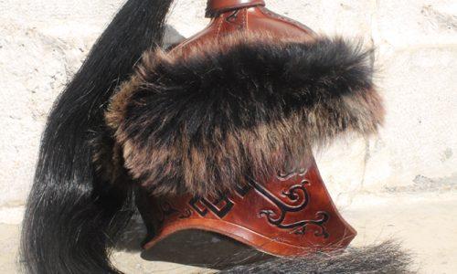 casque-mongol-en-cuir