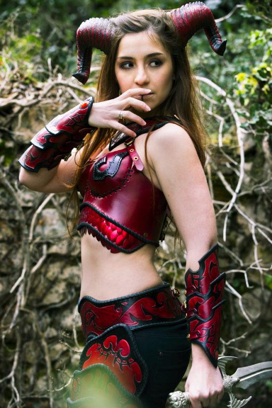 armure-tribale-cuir-femme