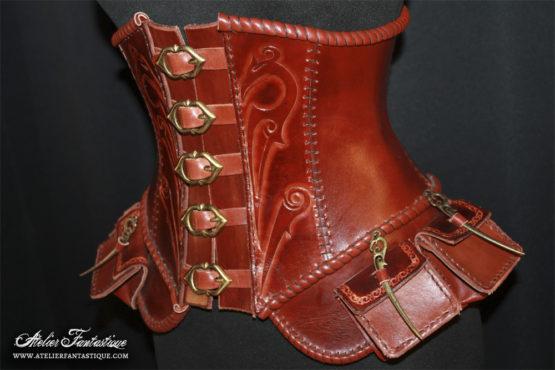 corset-en-cuir
