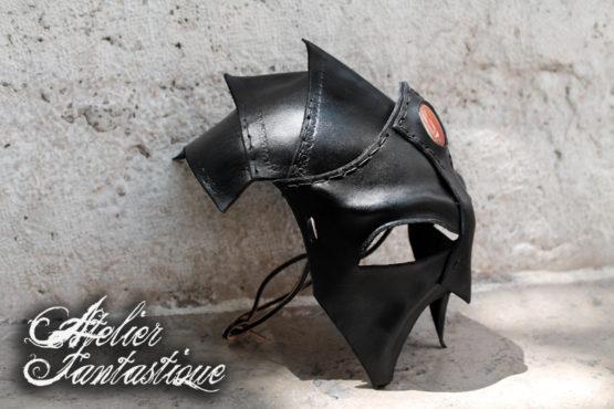 masque-elfe-noir-en-cuir