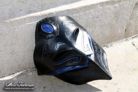 masque-en-cuir-bleu